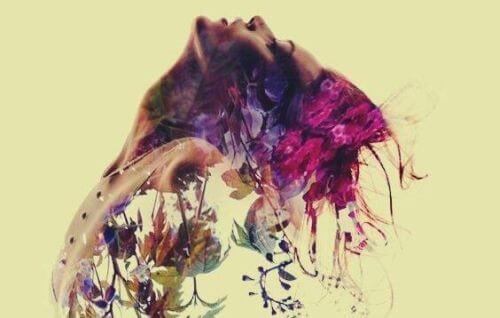 Kobieta w kwiatach