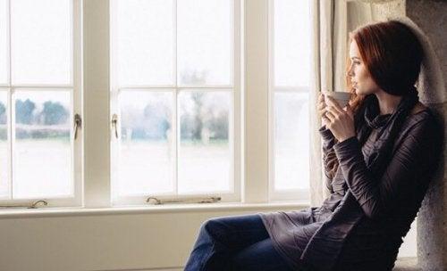 Patrzenie przez okno: chwila refleksji i introspekcji