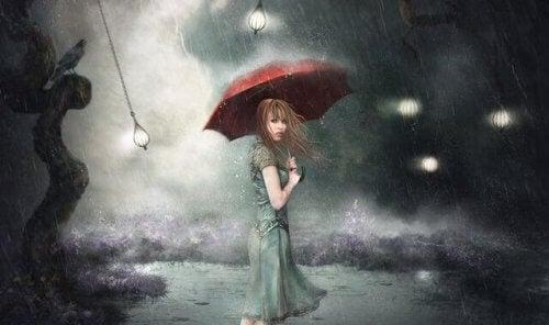 Kobieta pod parasolką
