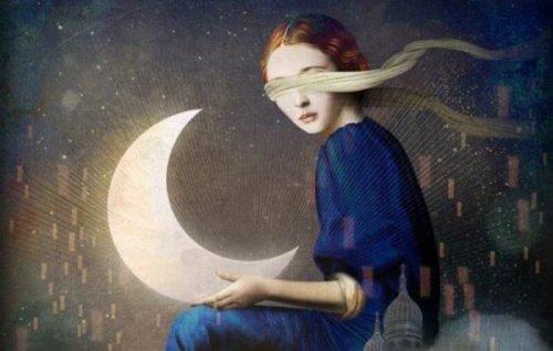 Kobieta z opaską na oczach trzymająca księżyc.