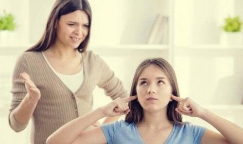 Nastolatka nie chce słuchać mamy