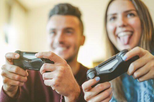 Para grająca na konsoli