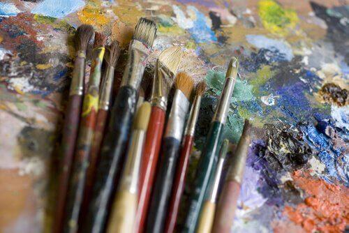 pędzle sztuka - pokonanie traumy poprzez sztukę