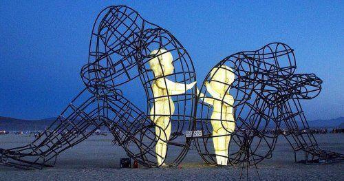 "Rzeźba ""Miłość"""