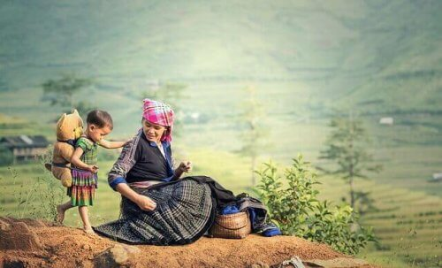 Szamanka z córką na wzgórzu