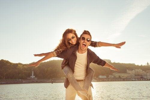 Szczęśliwa para zakochanych