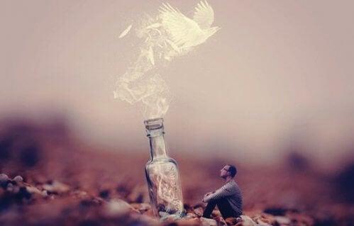 Gołąb wylatujący z butelki