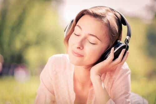 Piosenki zmniejszające niepokój: 7 utworów na stres