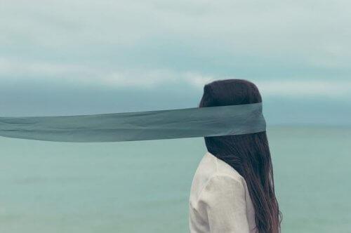Kobieta z zakrytymi oczami - cytaty z księgi niepokoju