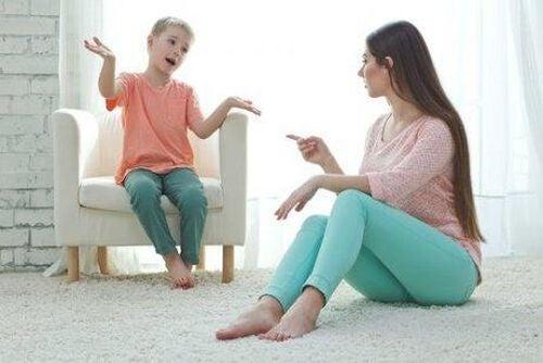 Mama rozmawia z synem