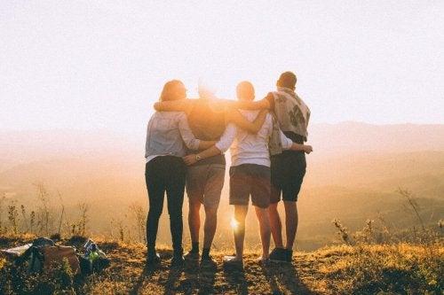 Przyjaciele i zachód słońca