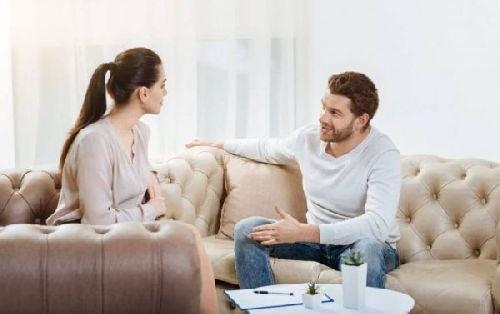 Rozmowa w salonie