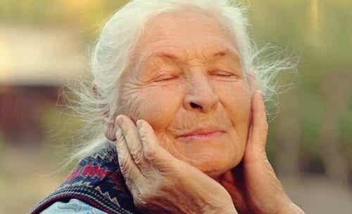 Regulacja emocji w starszym wieku - klucz do dobrego samopoczucia