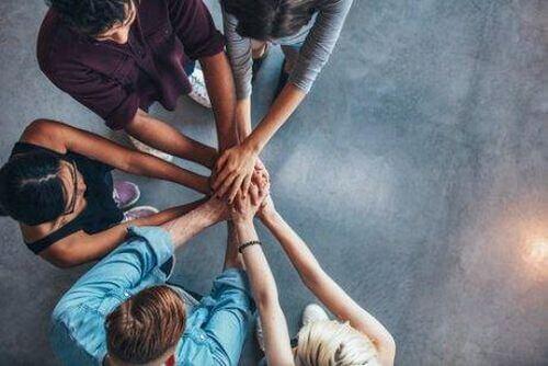 Współpraca między pracownikami