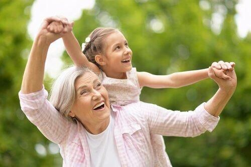 Dziadkowie-kangury: pogodzić rodzinę z pracą