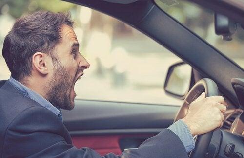 Agresja drogowa: czy wiesz, w jaki sposób możesz nad nią zapanować?