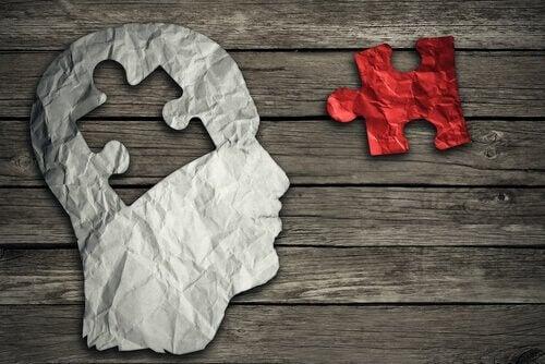 mózg w formie puzzli