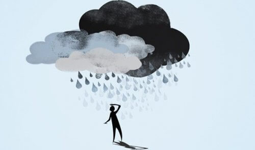 postać pod chmurami