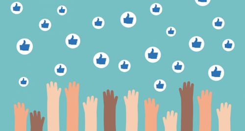 Ręce wyciągają się do polubień z facebooka - dieta cyfrowa