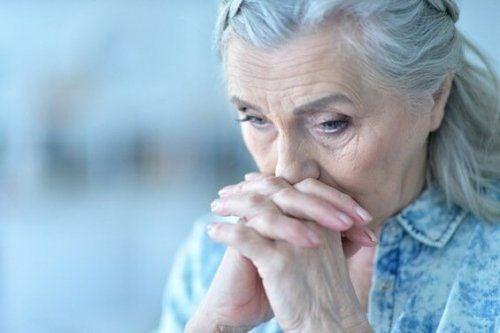 Smutna kobieta - Inteligencja emocjonalna u osób starszych