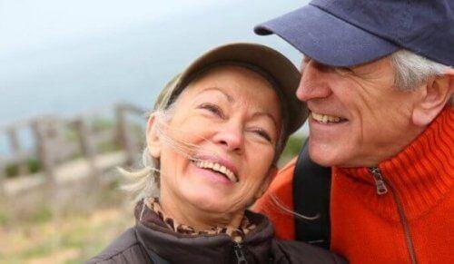 Szczęśliwa para ludzi - Inteligencja emocjonalna
