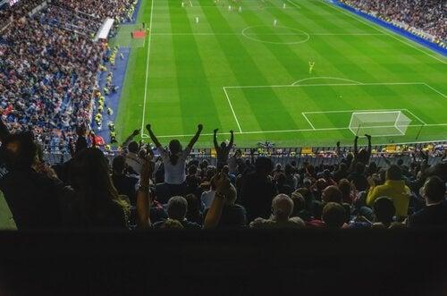Kibice na meczu piłki nożnej
