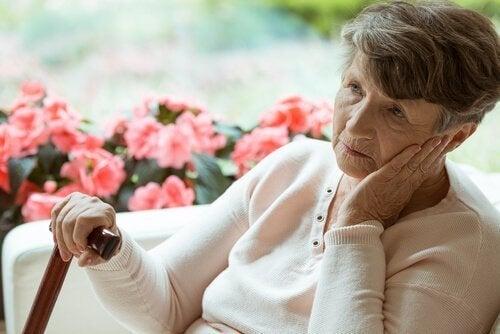 Starsze osoby: jak wygląda samotność w domu opieki?