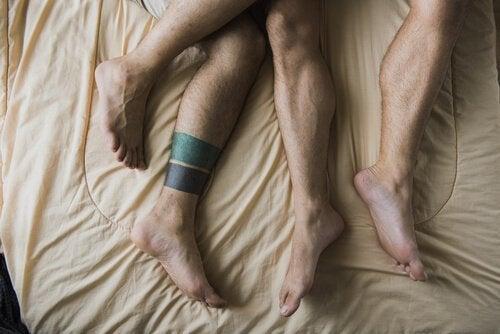 Nogi mężczyzn uprawiających bud-sex