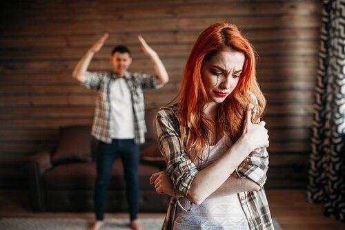 Przemoc między młodymi partnerami: czemu tak częsta?