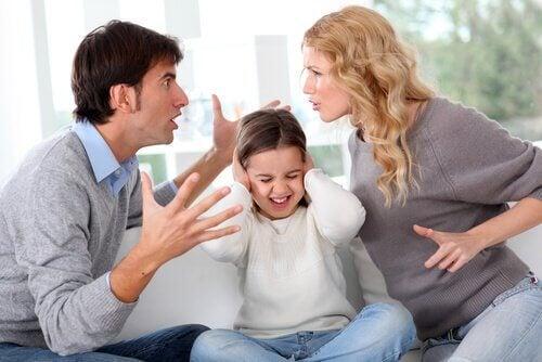 Separacja - rodzice kłócą się przy dziecku