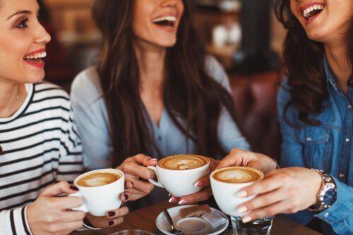 Spotkanie przy kawie to świetny detoks cyfrowy
