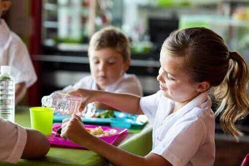 Stołówki szkolne - jakie korzyści płyną z ich używania