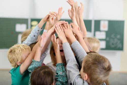 Zachęcanie do edukacji: co jest ważniejsze? Kompetencja czy oceny?
