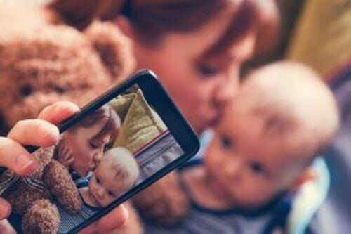 Sharenting - czy wiesz, jak ryzykowne jest publikowanie zdjęć dzieci?