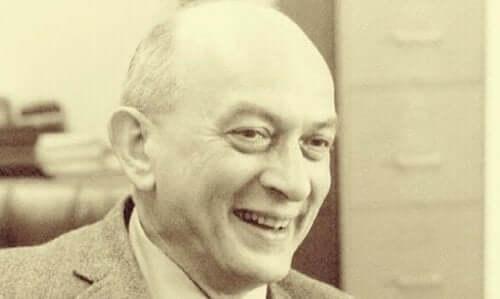 Solomon Asch: Jeden z pionierów psychologii społecznej