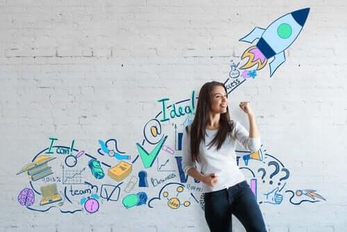 Kobieta przy ścianie z napisami - motywy i motywacja