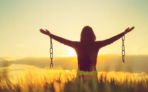 Negatywne emocje – czy ich akceptacja daje szczęście?