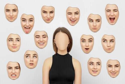 Kobieta z różnymi wyrazami twarzy