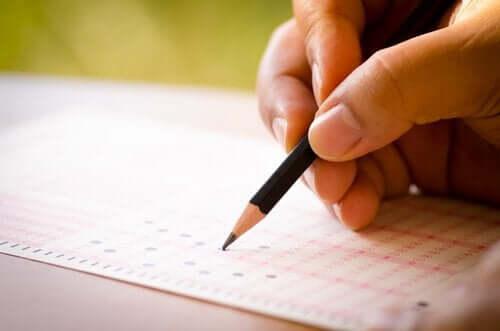 Teoria odpowiedzi na pozycje testowe (IRT) – poznaj jej podstawowe założenia