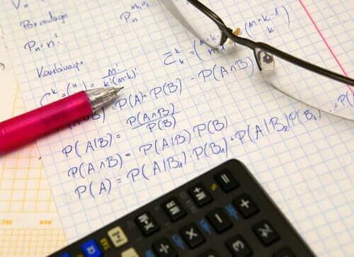 Twierdzenie Bayesa: poznaj jeden z filarów rachunku prawdopodobieństwa!