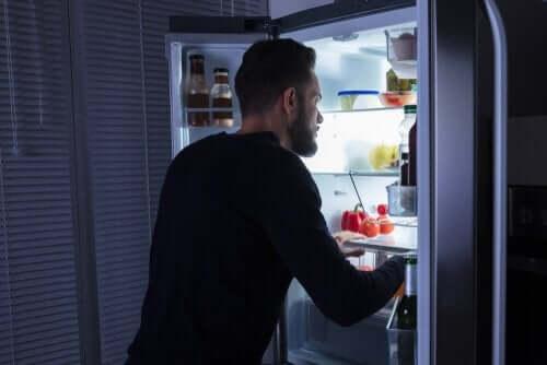 Zespół nocnego jedzenia: objawy, przyczyny i leczenie