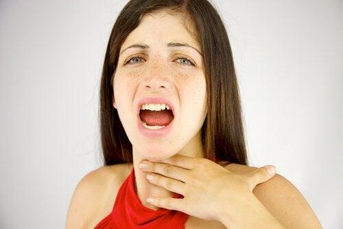 Afonia histeryczna u kobiety