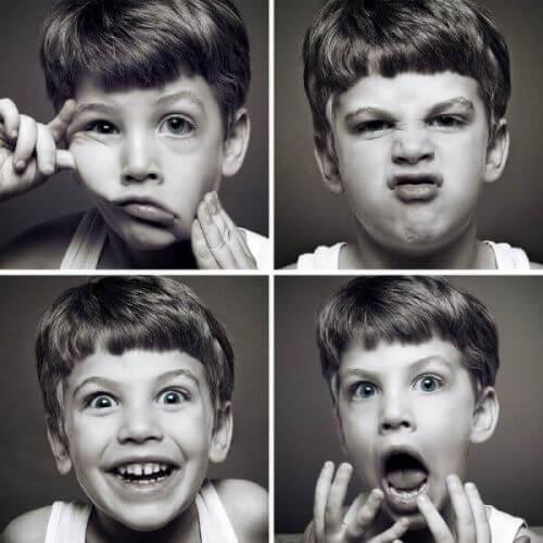Chłopiec wyraża różne emocje