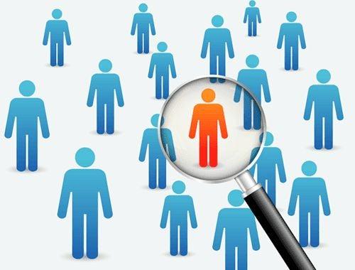 Szukanie właściwej osoby w grupie za pomocą lupy