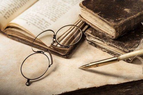 Okulary i biurko