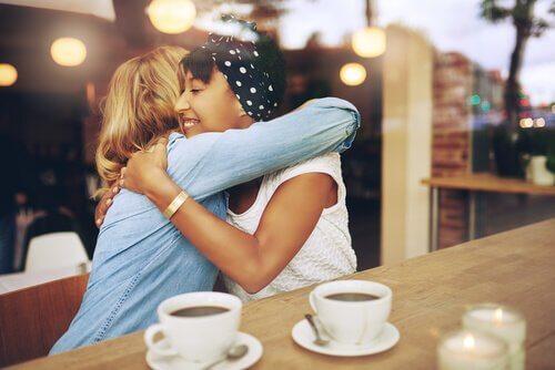 Zdrowa przyjaźń łącząca dwie kobiety