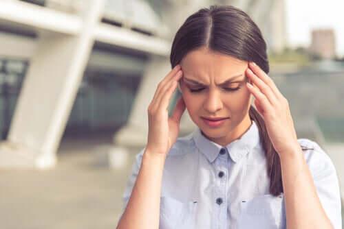Zestresowana kobieta - zaburzenia psychofizjologiczne i stres