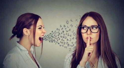 Dwie kobiety - krzyk i uciszanie