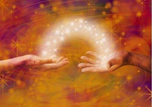 Energia przechodząca między dwoma rękami