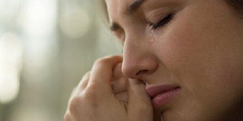 Kiedy inni ludzie ranią Twoje uczucia: znaczenie okazywania emocji